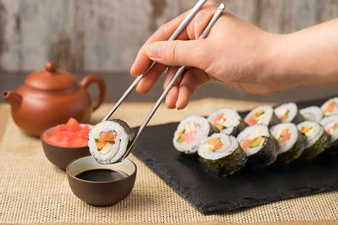 Сколько калорий в суши и можно ли есть роллы на диете при правильном питании